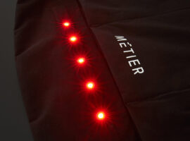 Métier maakt kleding met verlichting