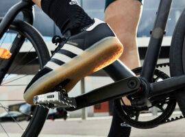 Adidas Velosamba: sneakers met plaatjes voor op je fiets