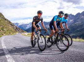 De zomercollectie fietskleding van ALÉ is voor 2021 lekker kleurig!